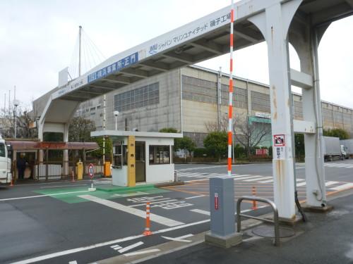 横浜市内工場正門 前景 リモコンカーゲート